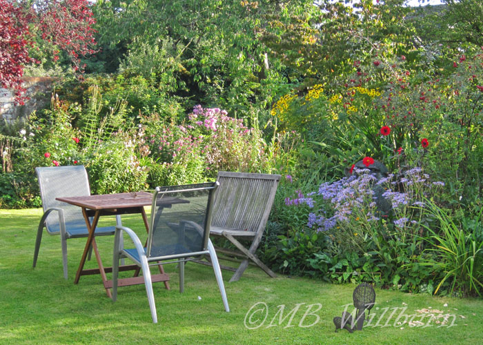 garden table, dining outside, dining al fresco, english gardens